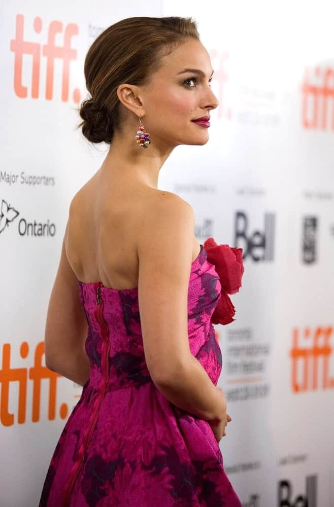 Natalie Portman wore a Lanvin dress with her elegant and highlighted low bun hairstyle with a slick finish at the Toronto International Film Festival in Roy Thomson Hall, Toronto, ON on September 16, 2009.