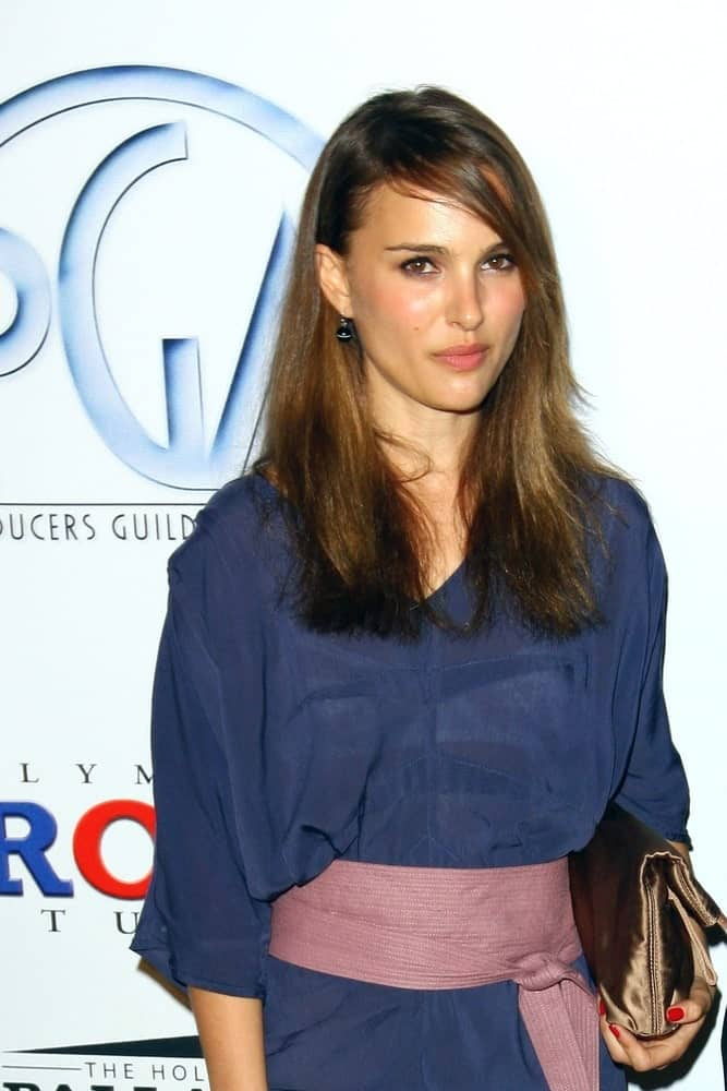 Natalie Portman paired her charming blue dress with a pink kimono-style sash with a loose medium-length hairstyle that has subtle highlights and long side-swept bangs at the PGA Producers Guild of America Awards 2009 in Los Angeles, CA on January 24, 2009.