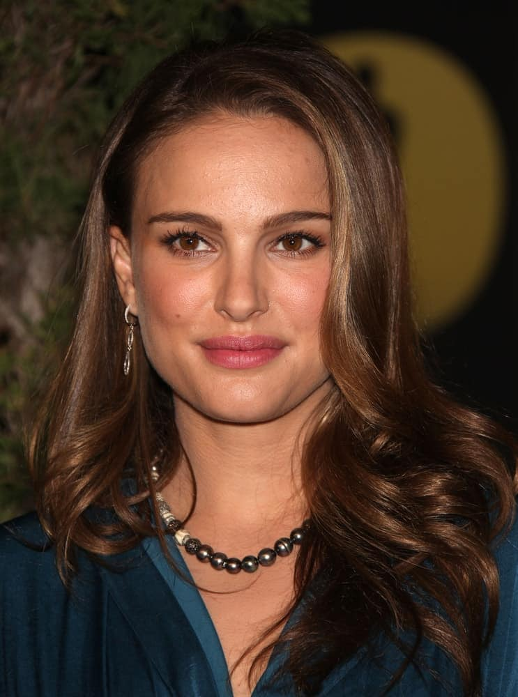 Natalie Portman attended the 83rd Academy Awards Nominees Luncheon on Feb 7, 2011 in Beverly Hills, CA. Her elegant green dress paired quite magnificently with her loose and tousled wavy hairstyle with long side-swept bangs.