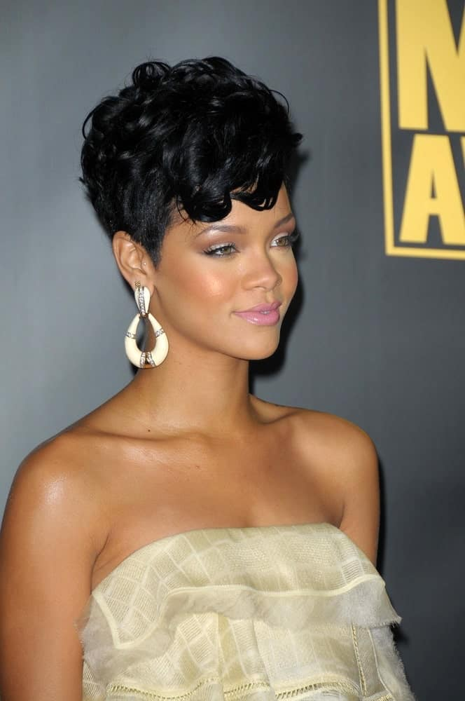 Rihanna wore a simple yet lovely dress with her  elegant raven pixie hairstyle with with curls at the top perfectly tousled at the 2008 American Musica Awards held at the Nokia Theatre in Los Angeles, CA.