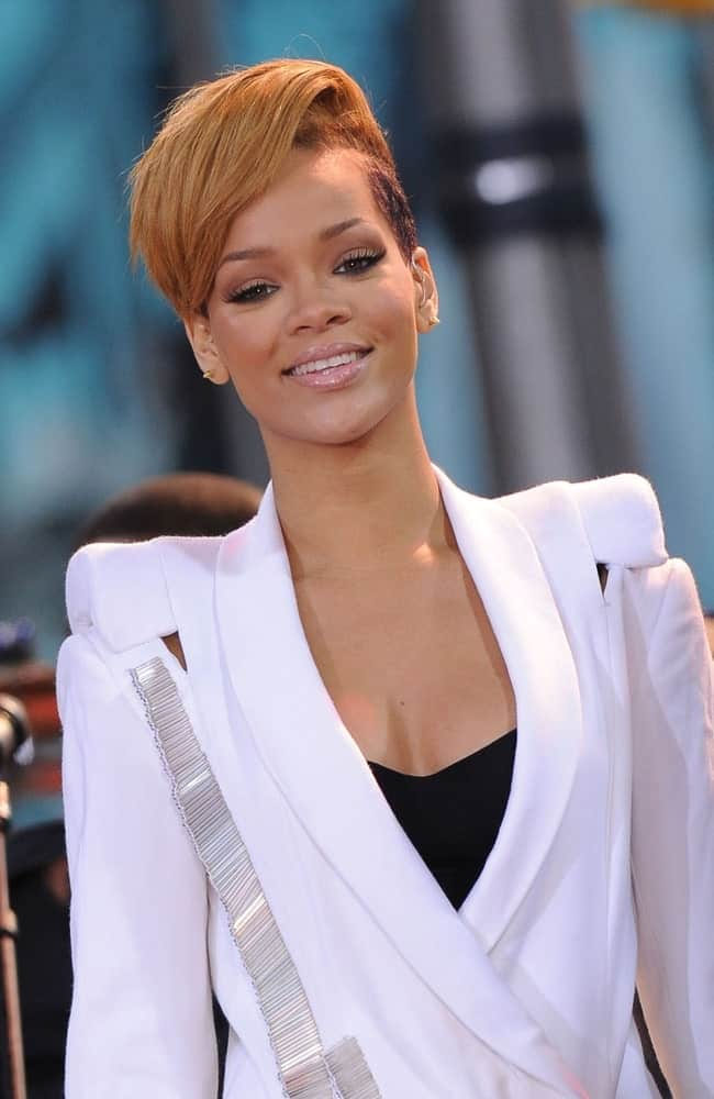 Rihanna performed on stage for Good Morning America GMA Concert held at the ABC Studios in New York City, NY on November 24, 2009. She rocked the stage in her white suit that she paired with a side-swept pixie hairstyle with a bangs.