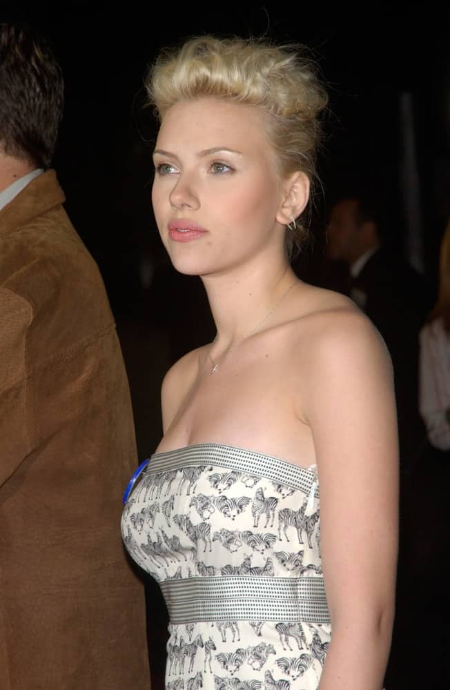 Actress Scarlett Johansson was at the world premiere, in Hollywood, of her new movie The Perfect Score on January 27, 2004. She came wearing a strapless white patterned dress to pair with her tousled upstyle.