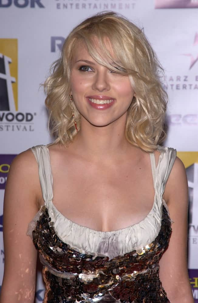 Actress Scarlett Johansson wore a shiny sequined dress at the 8th Annual Hollywood Film Festival's Hollywood Awards at the Beverly Hills Hilton on October 18, 2004. She paired this with a beautiful shoulder-length blond hair styled with curls and side-swept bangs.
