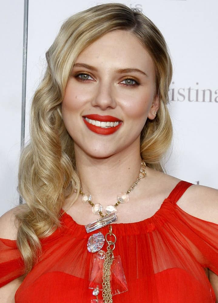 Scarlett Johansson wore her highlighted long hair in a side-swept hairstyle that has tight curls at the tips at the Los Angeles premiere of 'Vicky Cristina Barcelona' held at the Mann Village Theater in Westwood on August 8, 2008.