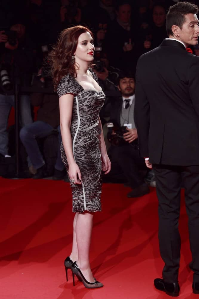 Scarlett Johansson wore a classy short gray animal print dress with her long, tousled and wavy dark brown hairstyle at the Extreme Beauty In Vogue party at the Palazzina della Ragione on March 2, 2009 in Milan, Italy.