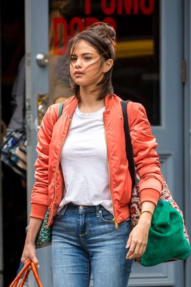 Selena Gomez was seen filming her new Woody Allen movie on September 19, 2017 in New York City. She looked great in her casual clothes and messy high bun half up hairstyle.