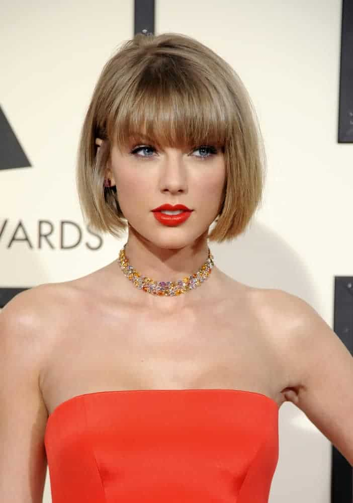 Taylor Swift paired her orange tube top with a bob-cut hair in French style with full bangs at the 58th Grammy Awards 2016.