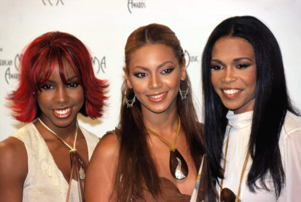 Beyonce Knowles together with her group at the American Music Awards on January 9, 2002, in Los Angeles, CA. The singer had her brunette locks arranged into a center-parted half updo.
