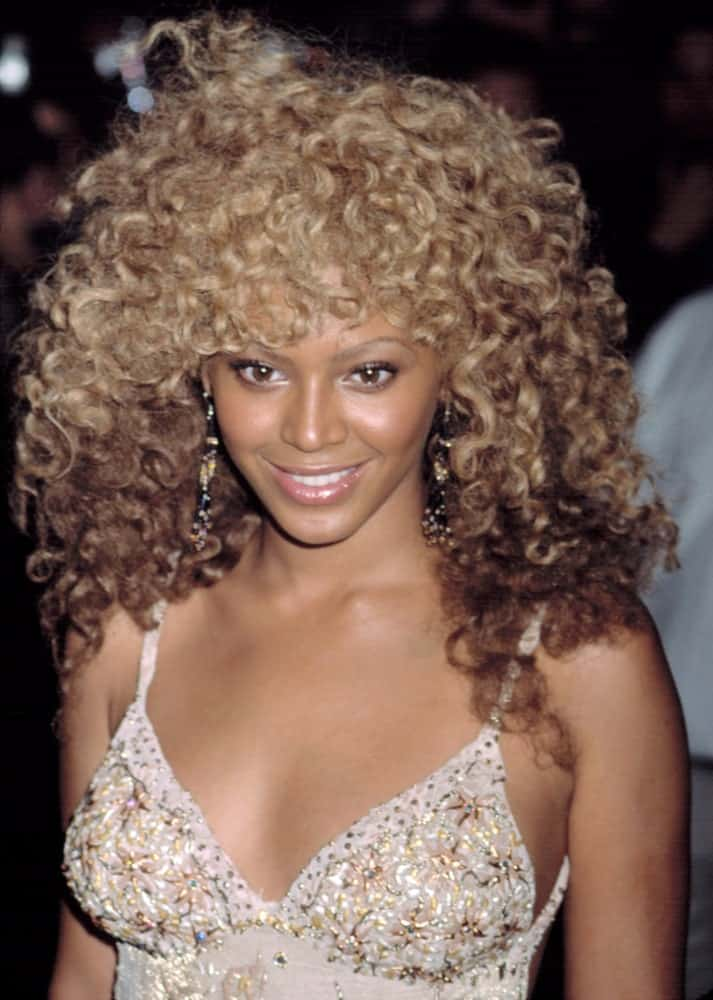 During the premiere of Austin Powers in Goldmember, NYC on July 24, 2002, Beyonce flaunted her blonde coily hair that's complemented with dangling earrings and a beige embellished dress.
