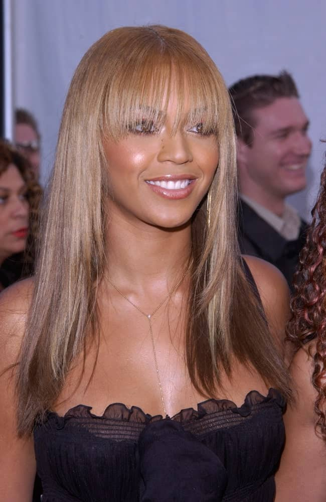 Beyonce opted for a straight hairstyle with subtle layers and long blunt bangs during the 30th Annual American Music Awards in Los Angeles on January 13, 2003.