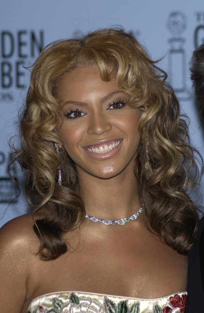 Beyonce styled her mid-length hair with parted curls at the 60th Annual Golden Globe Awards at the Beverly Hills Hilton last January 19, 2003.