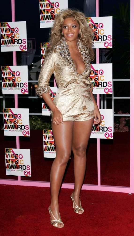 Beyonce showcased her blonde bouncy curls that perfectly matched her gold outfit during the MTV Video Music Awards on August 29, 2004, in Miami, FL.
