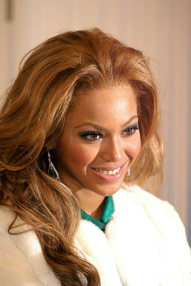Beyonce Knowles with her long carefree waves as she promotes her new Tommy Hilfiger Fragrance TRUE STAR at Macy's on October 22, 2004.