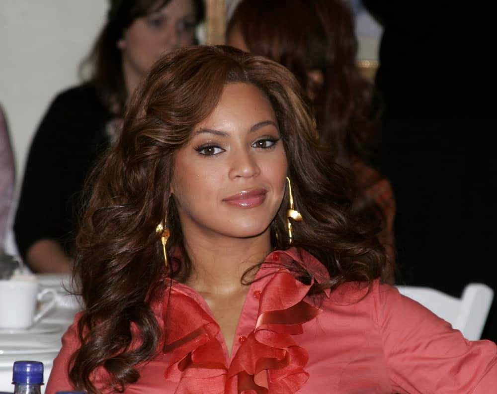 Beyonce flaunted her side-parted bouncy curls during the 2005 World Children's Day at the Ronald McDonald House in Los Angeles, USA on November 15, 2005.