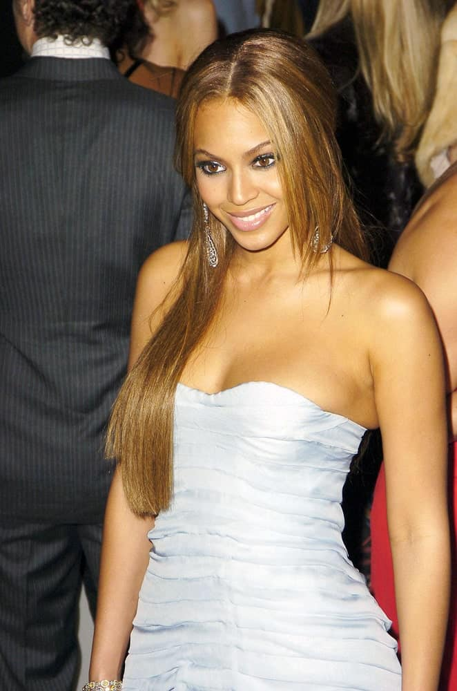 Beyonce gathered her long straight layered hair into a loose half updo during the Vanity Fair Oscar Party at Morton's Restaurant, Los Angeles, CA on February 27, 2005.