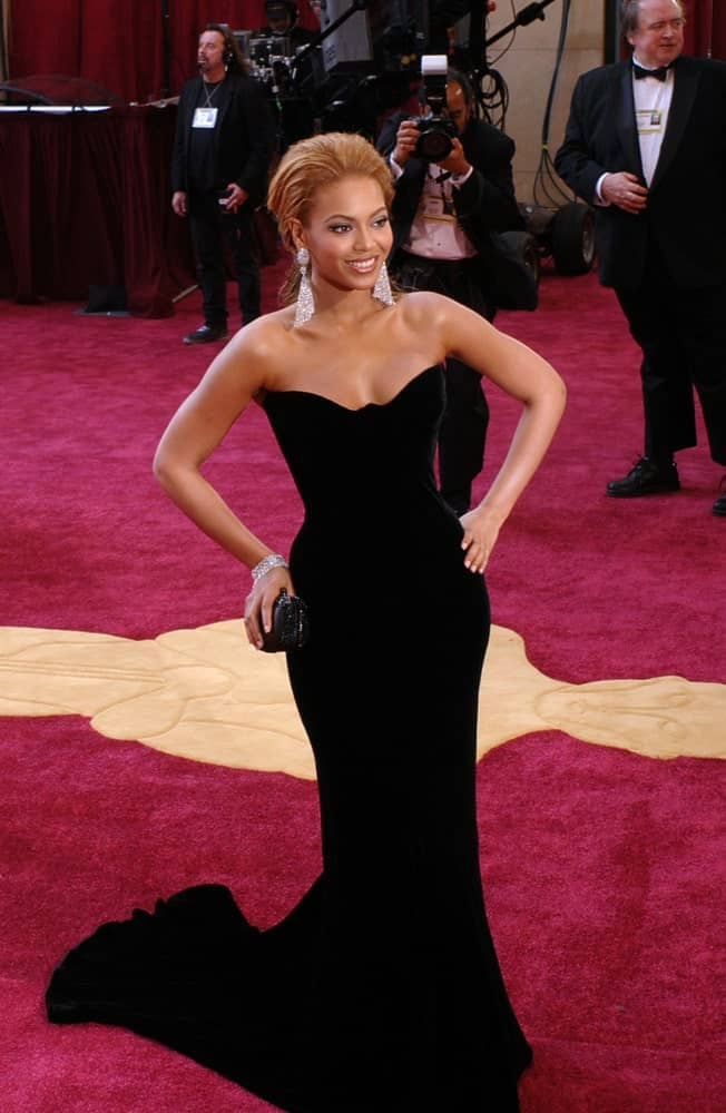Beyonce looked sophisticated in a classic black dress paired with a loose upstyle at the 77th Annual Academy Awards at the Kodak Theatre, Hollywood, CA on February 27, 2005.