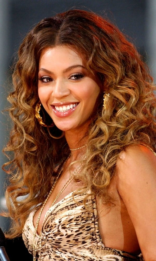 Beyonce matched her printed dress with a long defined curly hairstyle during her concert for ABC Good Morning America Concert with Beyonce last September 8, 2006.