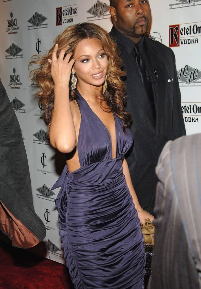 Singer Beyonce was spotted at One Year Anniversary of Jay-Z's 40/40 Club on November 9, 2006, wearing a purple dress along with her center-parted spiral curls.