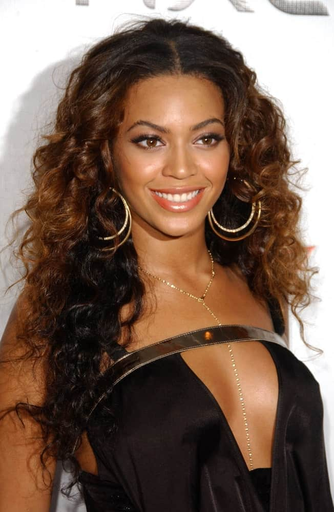 On February 14, 2007, Beyonce sported her center-parted curls along with a ravishing black dress during the 2007 Sports Illustrated Swimsuit Issue Party at Pacific Design Center, West Hollywood, CA.
