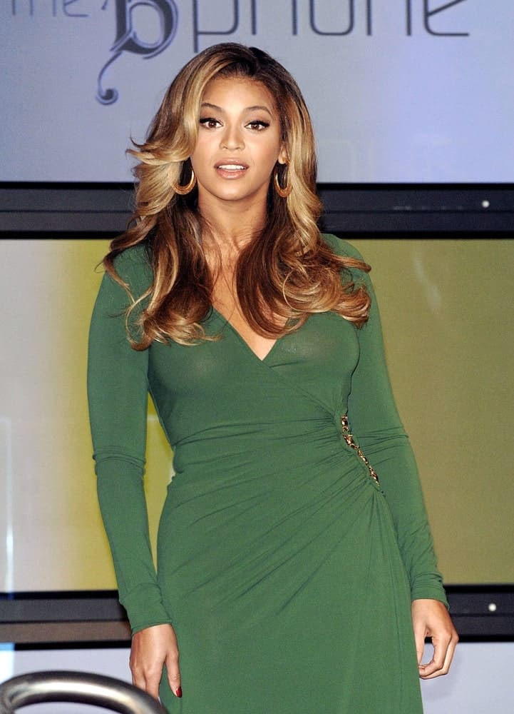 Beyonce styled her brown highlighted hair with glamorous waves at a Launch Event for Beyonce Special Edition B'Phone by Samsung held on October 11, 2007.
