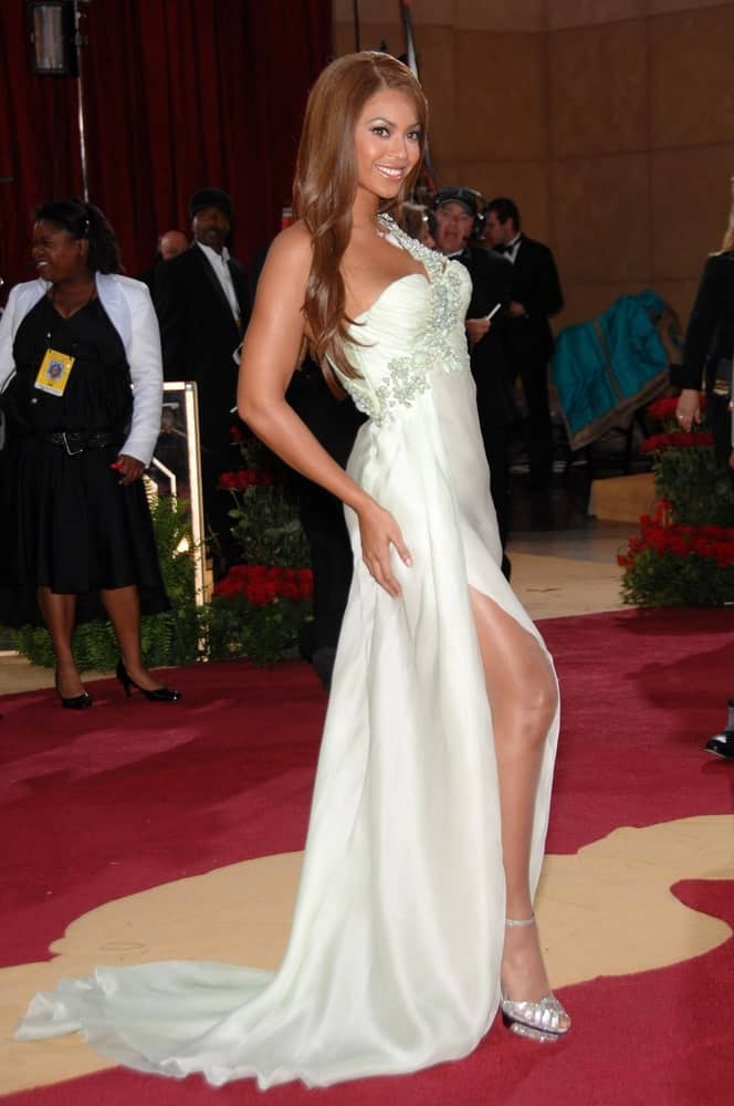 Beyonce slayed the 79th Annual Academy Awards at the Kodak Theatre, Hollywood on February 26, 2007 with her side-parted loose waves paired with a white embellished gown.