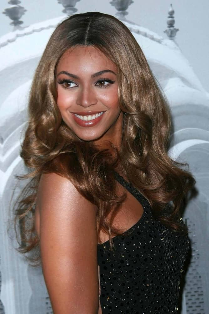 Beyonce Knowles was seen at the Giorgio Armani Prive Show to celebrate the Oscars on February 24, 2007. She wore a stunning black dress along with a center-parted wavy hairstyle.