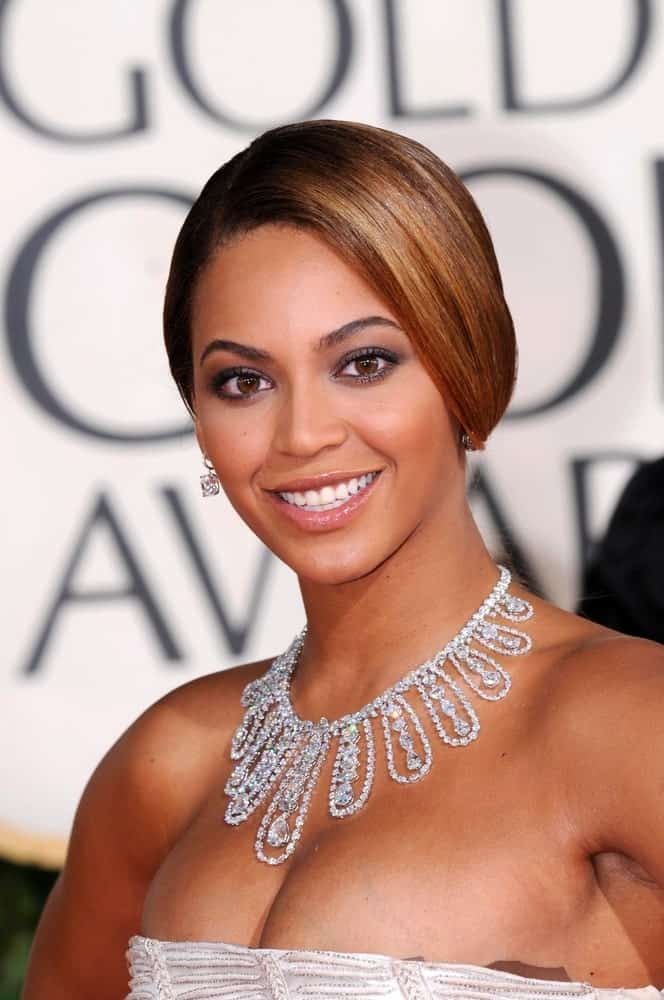 Beyonce Knowles looked stunning in a neat loose updo that she paired with a tube dress and statement necklace at the 66th Annual Golden Globe Awards held on January 11, 2009.
