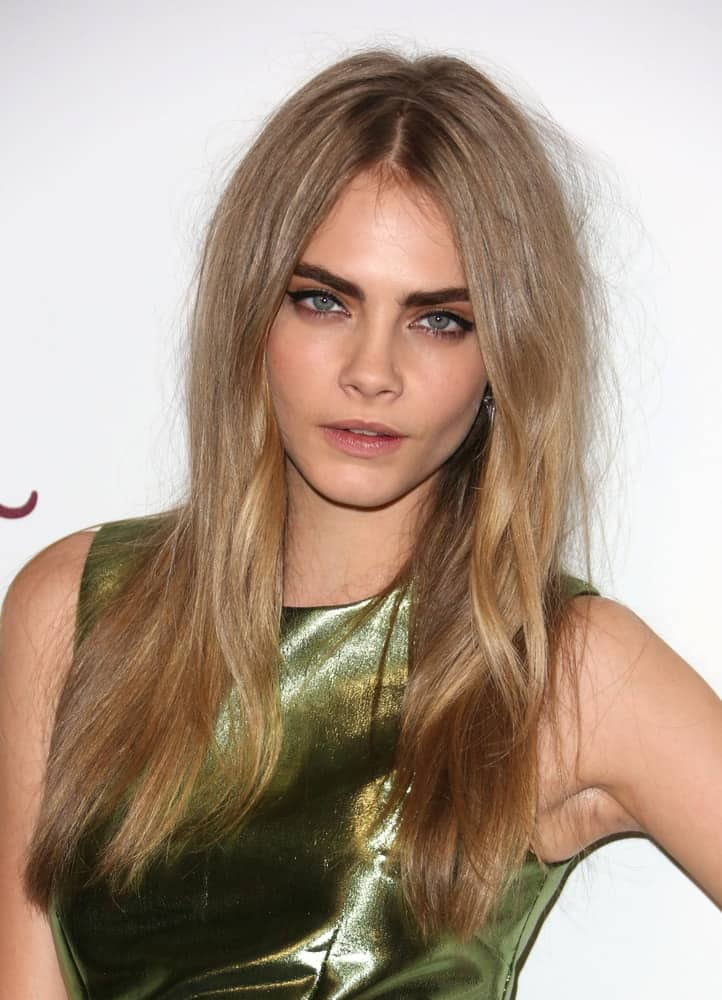 Cara Delevingne attended The British Fashion Awards 2012 held at The Savoy in London on November 27, 2012. She came wearing a lovely golden dress that went quite well with her long and loose sandy blond hairstyle with subtle highlights.