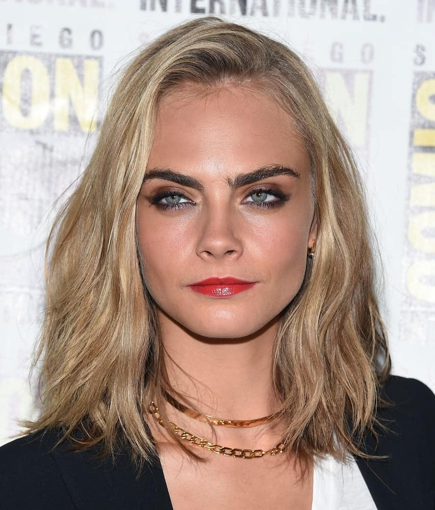 Cara Delevingne attended the Comic Con 2016 - Valerian and the City of a Thousand Planets PhotoCall on July 21, 2016 in San Diego, CA. She was quite charming with her simple smart casual outfit to match with her loose shoulder-length sandy blond hairstyle with waves.