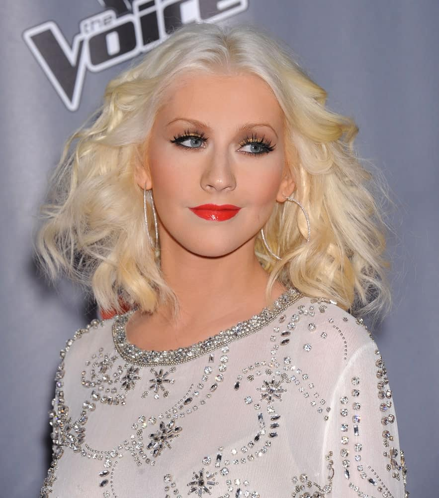Christina Aguilera with her shoulder-length waves parted in the middle at The Voice Season 5-Top 12 on November 7, 2013.