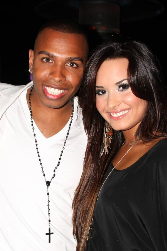 Darnell Appling and Demi Lovato were at the Darnell Appling Birthday Celebration at the Cafe Entourage on June 4, 2011 in Los Angeles, CA. Lovato wore a simple black outfit with her long and highlighted straight hair that has long side-swept bangs and layers.
