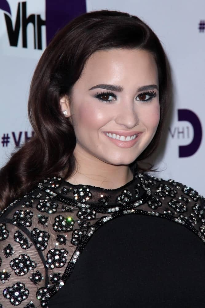 Demi Lovato attended the VH1 Divas 2012 held at the Shrine Auditorium in Los Angeles, CA on December 16, 2012. She was quite elegant in her black dress with jewels that she paired with her long and loose wavy dark hair with a silky side-swept finish.