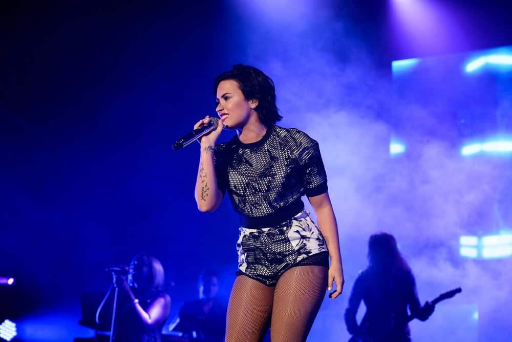 On June 6, 2015, Demi Lovato performed live in concert at the Digifest held at the Citi Field in Queens, New York. She wore a fashionable and stylish black and white outfit that she paired with her short raven hairstyle that has a lovely tousled look to it.