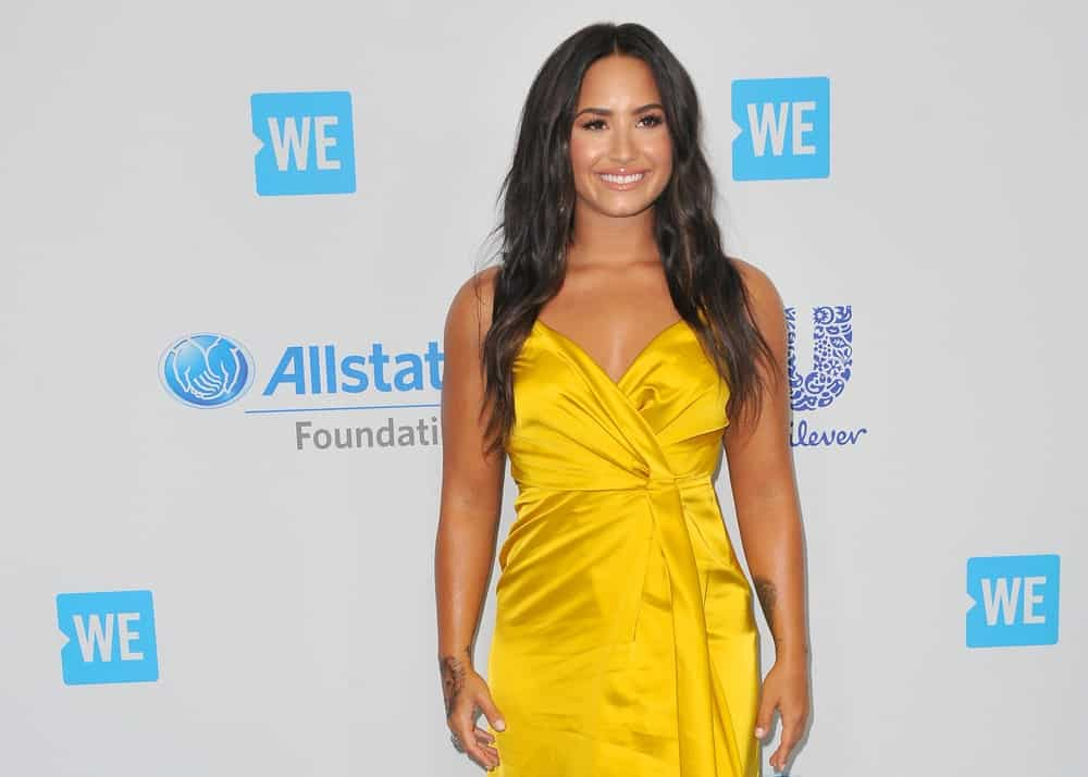 Demi Lovato was at the WE Day California 2017 held at the Forum in Inglewood, USA on April 27, 2017. She came wearing a yellow dress that went quite well with her long and wavy hairstyle with subtle highlights.