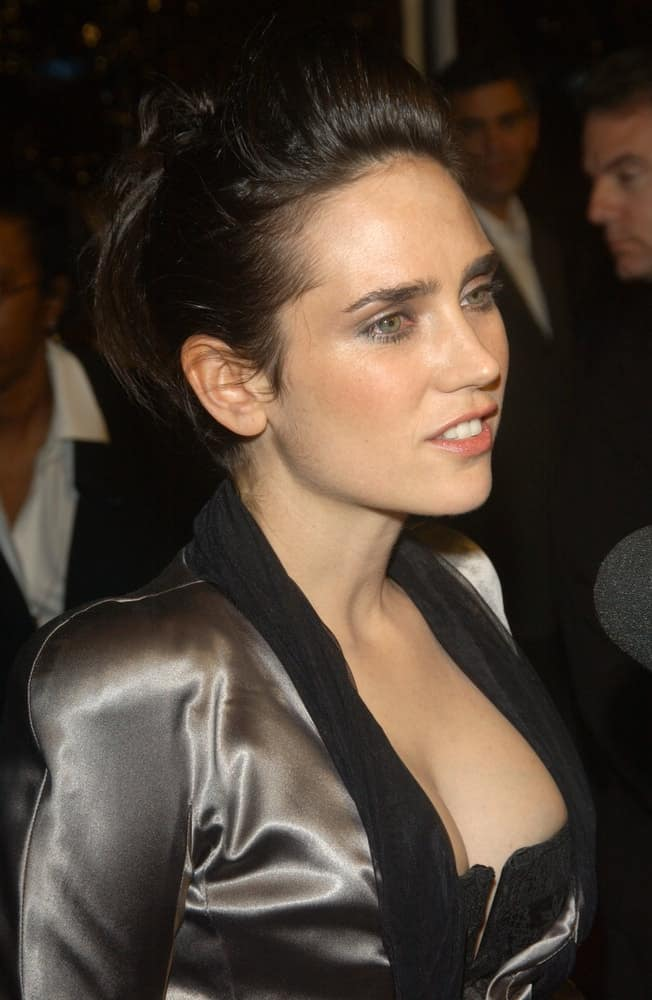 Actress Jennifer Connelly attended the world premiere of her new movie House of Sand and Fog, as part of the AFI Film Festival in Los Angeles on November 9, 2003. She paired her stunning and sexy dress with a high ponytail dark hairstyle with a slight pompadour finish.