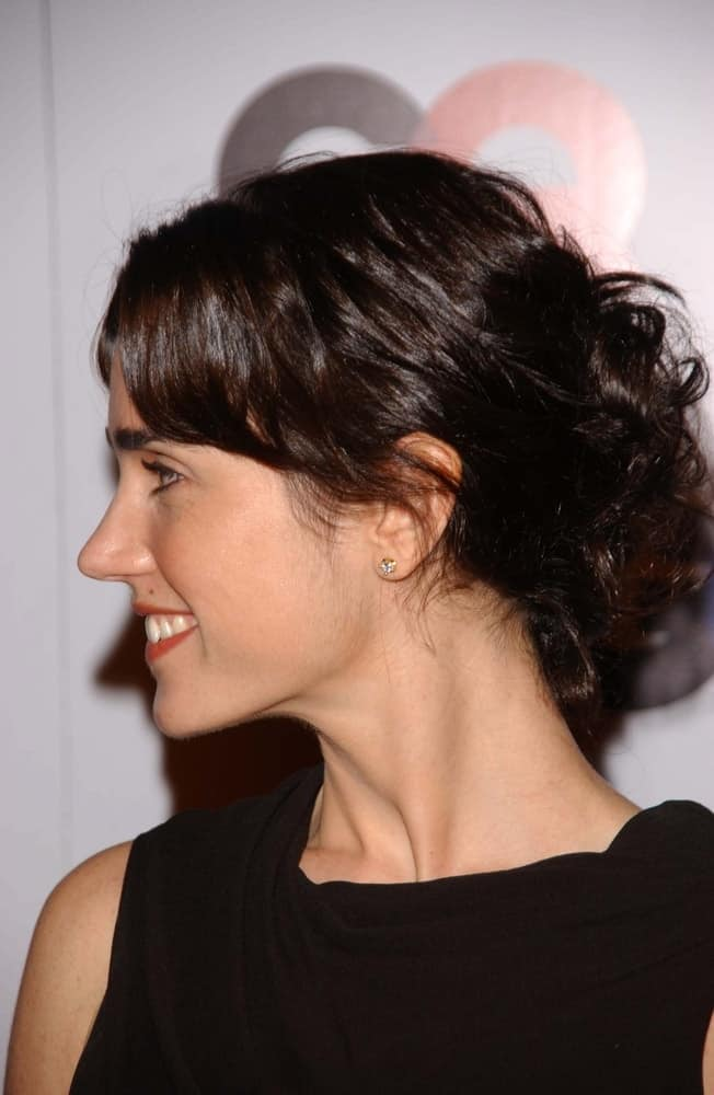 Jennifer Connelly attended the GQ Man of the Year Awards at Sunset Tower Hotel on November 29, 2006 in Los Angeles, CA. She wore a lovely black dress to pair with her messy low bun hairstyle with loose bangs and tendrils.
