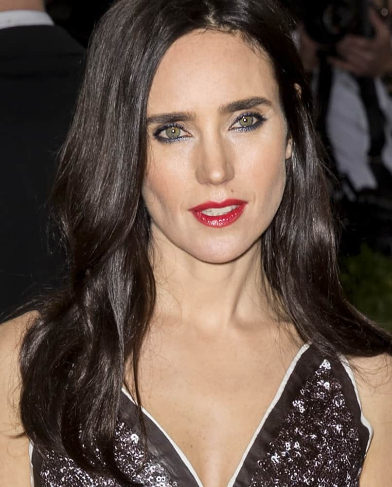 On May 2, 2016, Actress Jennifer Connelly attended the Manus x Machina Fashion in an Age of Technology Costume Institute Gala at the Metropolitan Museum of Art. She paired her sequined dress with a long and layered loose hairstyle that is tousled and center-parted.