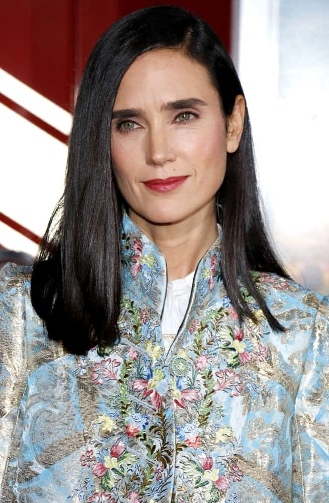 Jennifer Connelly attended the Los Angeles premiere of 'Only The Brave' held at the Regency Village Theatre in Westwood on October 8, 2017. She wore a floral dress with her long and tousled straight hairstyle that is slightly side-swept.