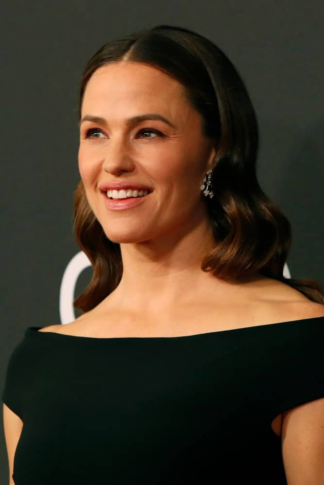 Jennifer Garner showcases her dark, center-parted waves at the Hollywood Film Awards that was held on November 3, 2019.
