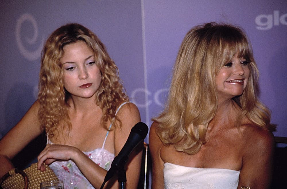 Goldie Hawn and her young daughter Kate Hudson were at the LA Crystal Awards back in June of 2000. Hudson wore a simple dress to pair with her loose and tousled curly blond hairstyle and simple make-up.