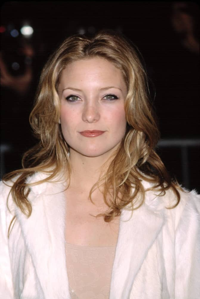 Kate Hudson wore a simple white coat with her tousled and highlighted loose sandy blond hairstyle with layers at the premiere of ABOUT ADAM in New York City on March 20, 2001.
