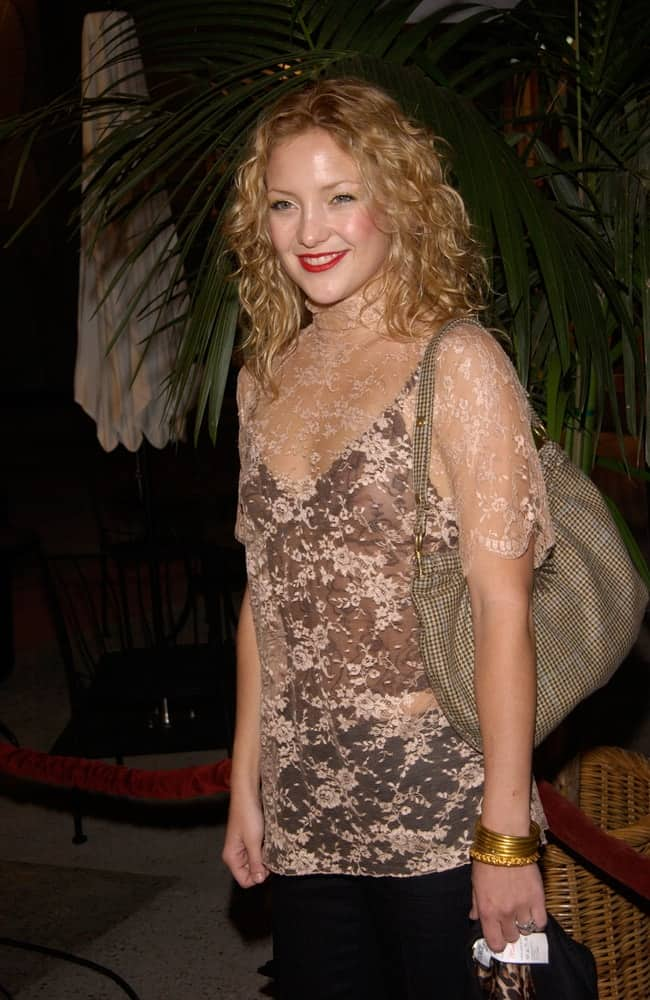 Actress Kate Hudson paired her bold red lips and sheer dress with a loose and tousled curly sandy blond hairstyle at the Stars 2001 Gala honoring Jeffrey Katzenberg on November 8, 2001.