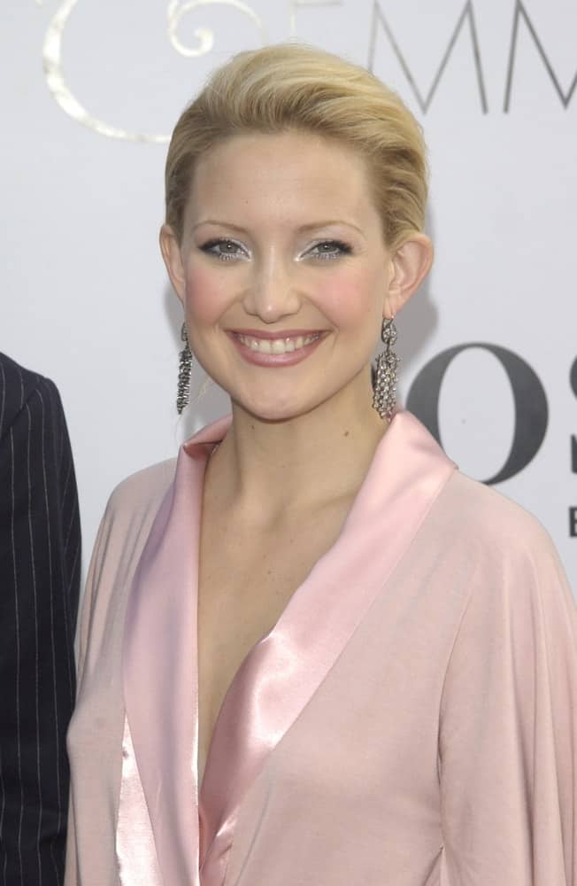 Actress Kate Hudson showcased her gorgeous earrings with her simple pink dress and her neat and slick bun hairstyle with a side-swept highlighted look at the world premiere of her new movie Alex & Emma in Hollywood on June 16, 2003.