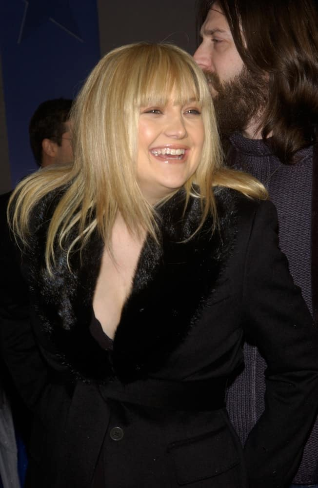 Actress Kate Hudson was at the world premiere of Miracle on February 2, 2004 in Hollywood. She came wearing a black jacket that emphasized her bright blond straight hairstyle with blunt bangs.