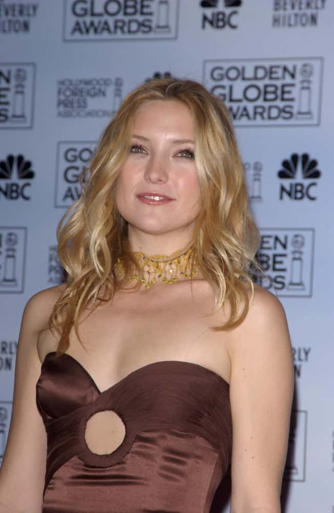 On January 16, 2005, Kate Hudson was at the 62nd Annual Golden Globe Awards at the Beverly Hilton Hotel. She wore a sexy tan strapless dress that she paired with her loose and tousled sandy beach waves that has subtle highlights.