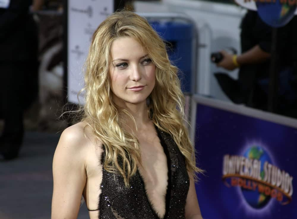On August 2, 2005, Kate Hudson flaunted her beautiful wavy blond beach hairstyle loose and tousled on her shoulders at the