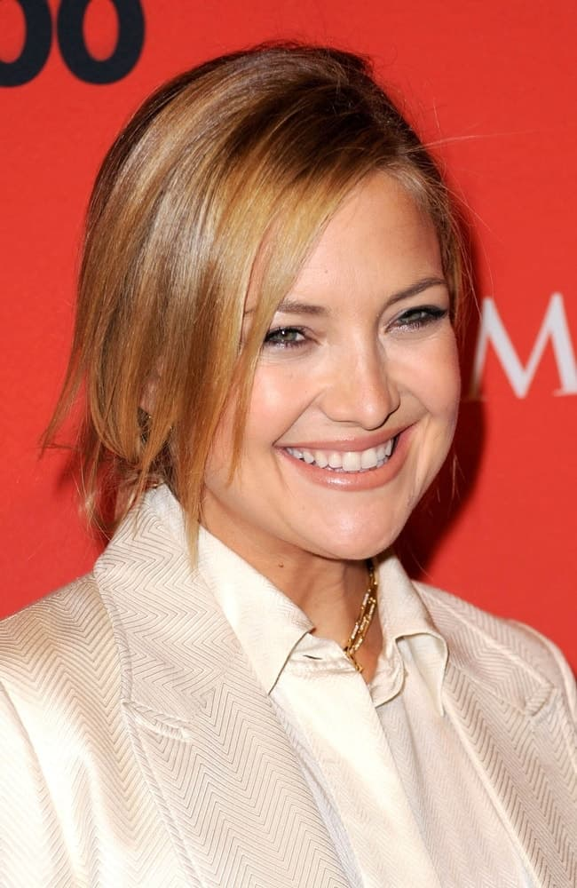 Kate Hudson was at the Time's 100 Most Influential People held at The Frederick P Rose Hall at Lincoln Center in New York City, NY on May 5, 2009. She came wearing a white smart casual outfit with her highlighted messy hairstyle with loose side-swept bangs.