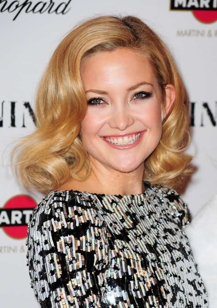 Kate Hudson went with a vintage look to her side-swept shoulder-length sandy blond hairstyle with curls at the tips at the New York Premiere of NINE held at The Ziegfeld Theatre in New York, NY on December 15, 2009.