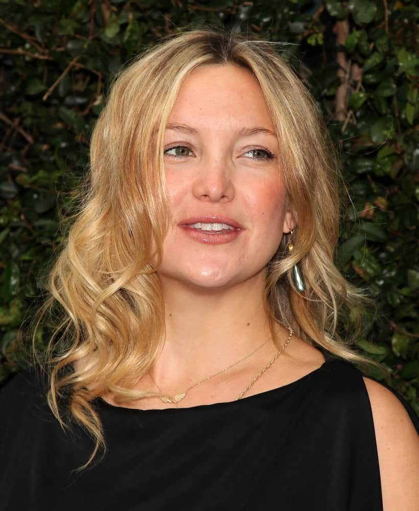 Kate Hudson was at the Natural Resources Defense Council's Oceans Initiative on June 06, 2011 in Mailbu, CA. She came wearing a simple black dress that emphasized her wavy blond curls that are a bit tousled and center-parted.