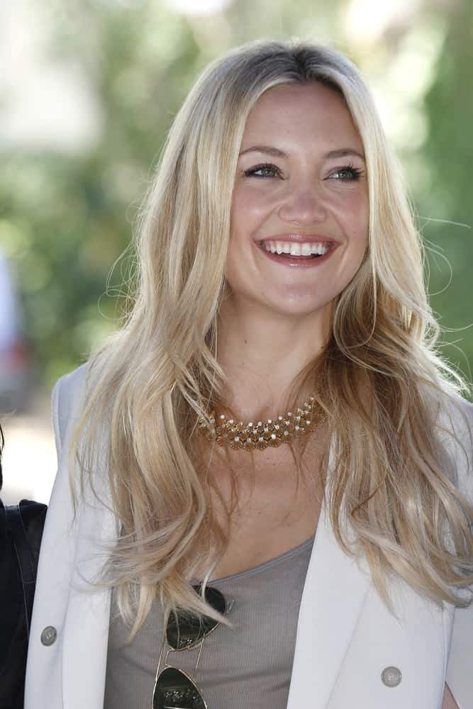 Kate Hudson wore a carefree casual outfit with her white jacket and loose, layered sandy blond hairstyle with highlights at the 69th International Venice Film Festival for 'The Reluctant Fundamentalist' on August 28, 2012 in Venice, Italy.